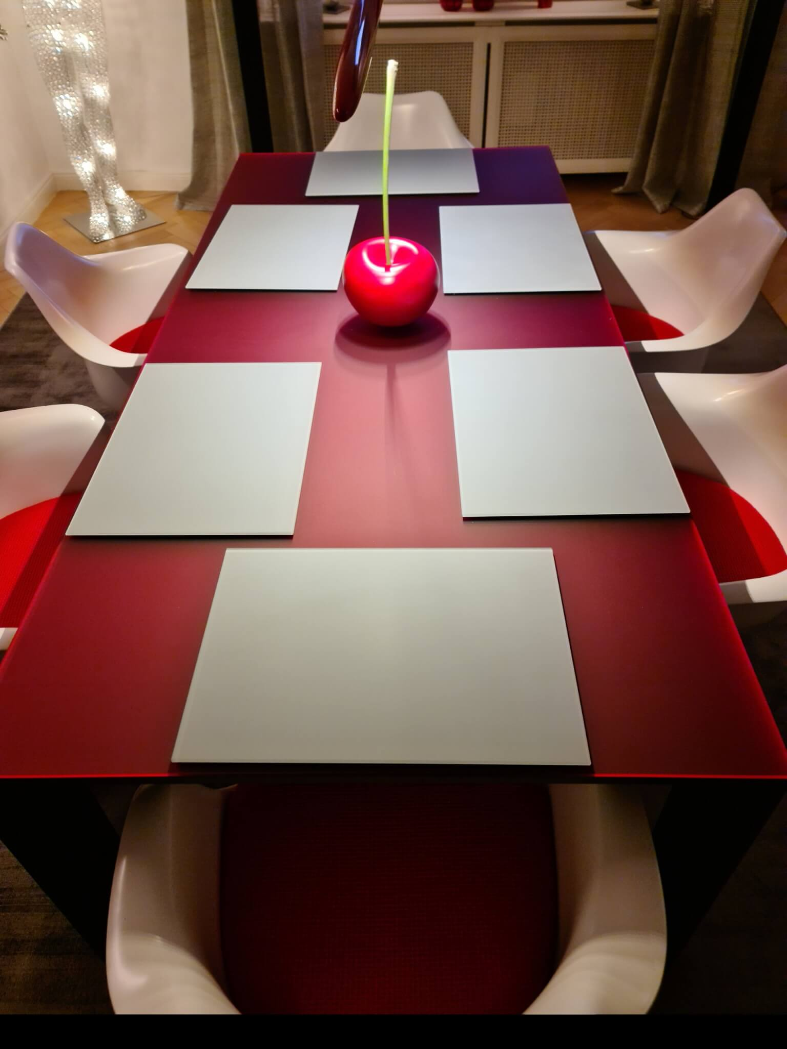 Plexiglas Tisch mit Platzsetzs